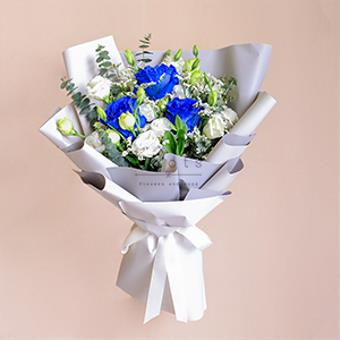 Incredibly Amazing (Blue Ecuadorian Roses Bouquet)