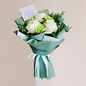 I'm With You (White Ecuadorian Roses Bouquet)