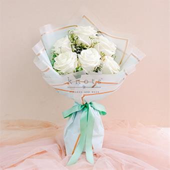 Clementina ( White Ecuadorian Rose Bouquet)