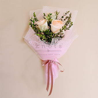 Intertwined Hearts (Ecuadorian Roses Bouquet)