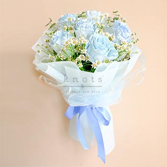 Milky  Heaven (Light Blue Ecuadorian Roses)