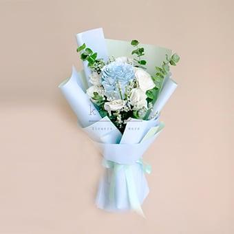 Blooming Chic (Light Blue Ecuadorian Roses Bouquet)