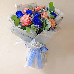 Perfect Bond (Blue And Pink Ecuadorian Roses Bouquet)