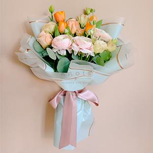 Solana (Roses & Ranunculus Bouquet)