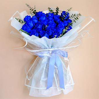 Cielo (Blue Ecuadorian Roses Bouquet)