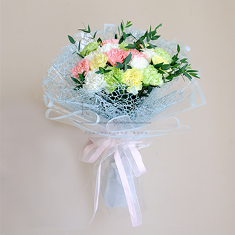 Lively Hearts (Carnations Bouquet)