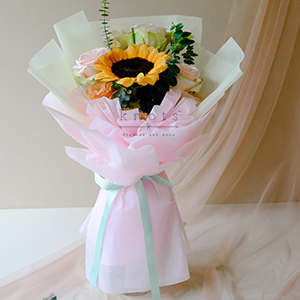 Hello, My Love (Sunflower And Pink Ecuadorian Roses Bouquet)
