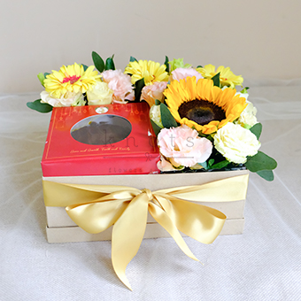 Sunny Love (Chocolate Cake & Flowers in a Box)